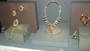1024px-National_Museum_of_Natural_History_Gold_Colored_Diamonds